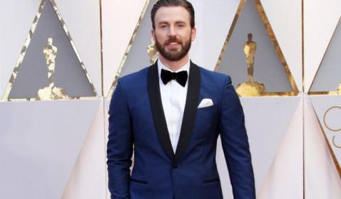 OMG! Chris Evans Bawa Pulang Diam-Diam Naskah Avengers: Infinity War