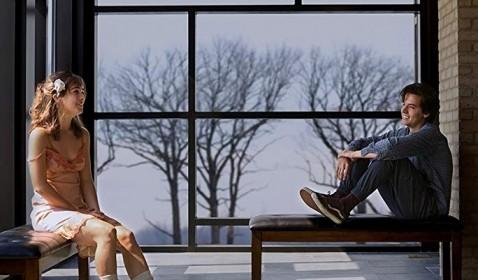 Review Five Feet Apart: Ketika Penyakit Menyatukan Cinta