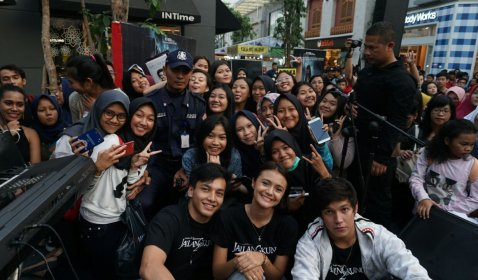 Jefri Nichol & Amanda Rawles Buka Puasa Bersama Para Fans Jailangkung 2