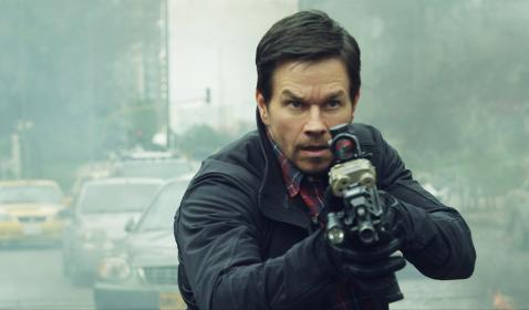 Aksi Iko Uwais dan Mark Wahlberg di Trailer Perdana Film Mile 22