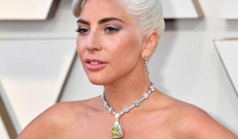Lady Gaga Resmi Adu Akting dengan Brad Pitt di Film Bullet Train