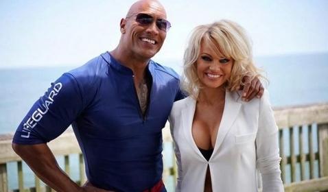 WOW! Pamela Anderson Tidak Suka Baywatch Versi Dwayne Johnson